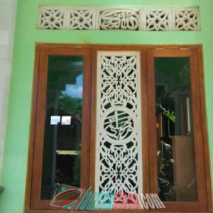 Relief dinding rumah